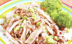 老犬自制狗粮:凉拌牛蒡牛肉餐
