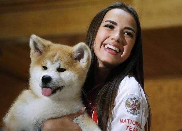 秋田犬和美女.jpg