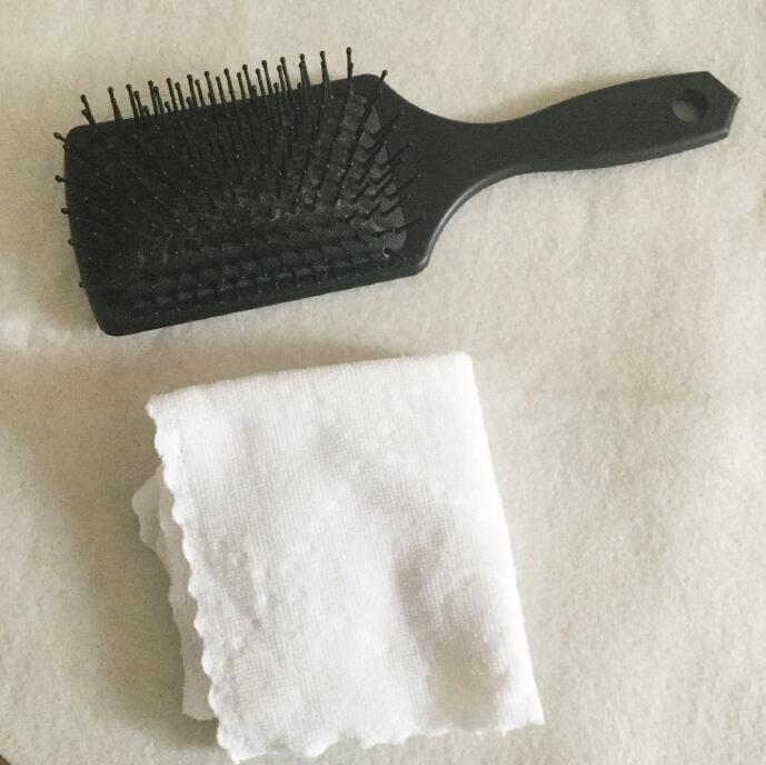梳子和毛巾.jpg